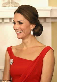 Kate and William mingled with 200 guests in the ballroom of the grand house, the monarch's official residence in the province of British Columbia