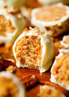 Goat Cheese Cake with Hazelnut, Easy and Cheap - Clean Eating Snacks Carrot Cake Cheesecake, Gluten Free Cheesecake, Mini Carrot Cake, Cake Pops, Cheap Clean Eating, Clean Eating Snacks, Carrot Cake Decoration, Gluten Free Carrot Cake, Cold Cake