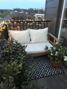 Best Balcony Decorating Ideas on the Budget Small Balcony Decor, Terrace Decor, Small Balcony Design, Modern Balcony, Small Patio, Balcony Decoration, Apartment Balconies, Apartment Balcony Decorating, Apartment Interior