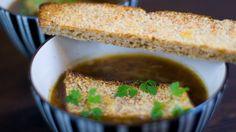 Denne suppen kan du godt lage dagen før, den smaker faktisk like godt andre gang en varmer den opp.