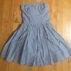 Plaid Summer Dress Well-made plaid Abercrombie & Fitch dress. Straight neckline and flare bottom. A ribbon-belt can be tied either in the front or the back for style and shape. Abercrombie & Fitch Dresses Strapless