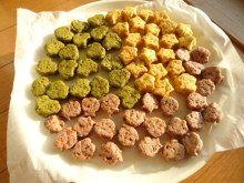 野菜パウダーで3種のベジクッキー ・野菜パウダー(ほうれん草)…2g ・野菜パウダー(かぼちゃ)…2~3g ・野菜パウダー(紫芋)…2~3g