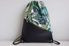 Turnbeutel mit Urlaubsfeeling: trendiger Rucksack mit Palmenmuster, Hipsterstyle / gym bag with holiday feeling: trendy backpack with palm tree pattern, hipsterstyle made by NOAS_Berlin via DaWanda.com