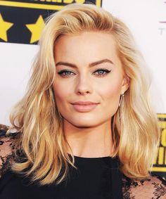 """Margot Robbie's impossibly long legs in """"The Wolf of Wall Street"""" are reportedly exactly that: impossible. Description from socialregister.co.uk. I…"""