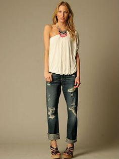 Boyfriend Jeans Outfit Idea - Festival Style - Distressed Boyfriend Jeans, White Top, Statement Necklace, Platform Sandals