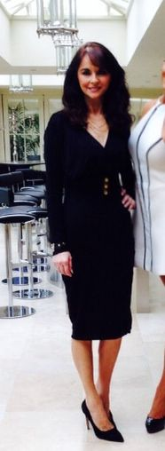 'Riley' Black Midi Dress - looks gorgeous!