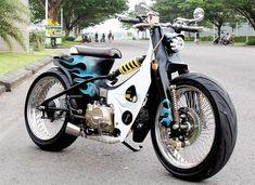 C90 Honda, Honda Scrambler, Motos Honda, Cafe Racer Honda, Honda Cub, Cafe Racer Bikes, Honda Motorcycles, Custom Moped, Custom Bikes
