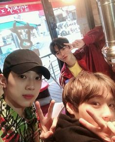 180614 Wanna One Lai Guanlin update with Park Jihoon and Kim Jaehwan at fancafe K Pop, Ong Seung Woo, Guan Lin, Lai Guanlin, Produce 101 Season 2, Kim Jaehwan, Ha Sungwoon, My Destiny, Love Me Forever