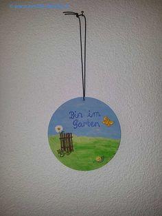 """für Gärtnerinnen und Gärtner: Handbemaltes Wandschild """"bin im Garten"""" - Zu finden auf www.prolife-family.ch in """"Shop für Afrika""""."""