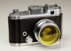 1947 Robot II with Schneider 40mm f/1.9 Xenon lens and yellow filter attached. This is a late version of the Robot II which was originally introduced in 1939.