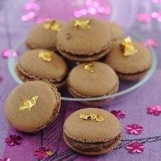 Découvrez la recette Macarons chocolat praliné sur cuisineactuelle.fr.