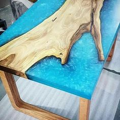 Curso De Mesas Resinadas (@cursodemesasresinadaas) • Fotos e vídeos do Instagram Epoxy Table Top, Epoxy Wood Table, Diy Farmhouse Table, Loft Design, End Tables, Home Projects, Woodworking Projects, Furniture, Home Decor