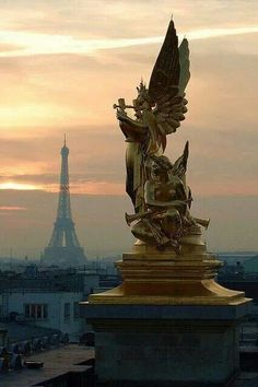 Angel statue in Paris