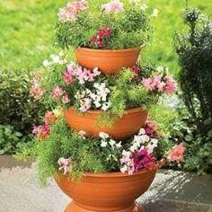 Evinizin balkonuna ya da bahçenize renk renk çiçekler için tasarlanmış dekoratif renkli saksımodellerini bu yazımda sizlerle buluşturmak istedim.