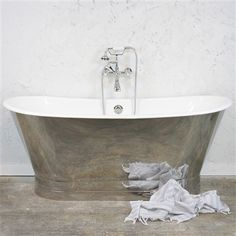 'The Clerkenwell' Cast Iron French Bateau BathTub with Mirror Polished Exterior plus Chrome Accessories French Country Interiors, Country Interior Design, French Farmhouse Decor, Modern French Country, French Country Decorating, Bathtubs For Sale, Cast Iron Bathtub, Ranch Style, Clawfoot Bathtub
