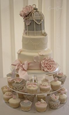 Vintage Wedding Cake: Bird Cage and Cupcakes Gorgeous Cakes, Pretty Cakes, Cute Cakes, Amazing Cakes, Gorgeous Gorgeous, Absolutely Gorgeous, Cupcake Torte, Cupcake Cookies, Torte Rose