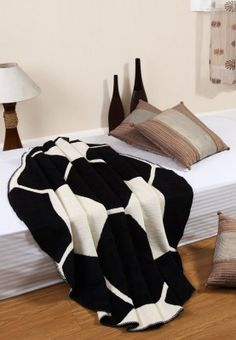 A welcome addition to your kid's room, this white coloured single bed blanket from @Home features a soccer design that is effortlessly stylish. Crafted from chenille, it is large enough to gently wrap up your angel ensuring the best of comfort.