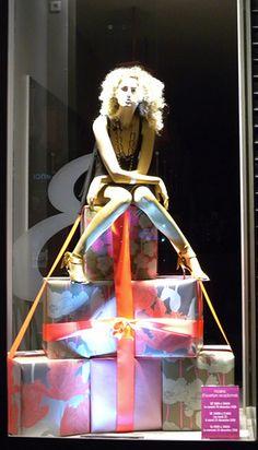 christmas store window idea