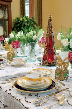 Treasuring Holiday Heirlooms.Don't be afraid to mix a variety of colors, such as gold, navy, green, and red, to achieve a sophisticated look.
