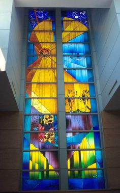 Sarah Hall. The Window of the Creation. Jean Vanier Catholic School, Collingwood, ON. Inspirado en el Nuevo mapa de Franci ade Champlain de 1613.