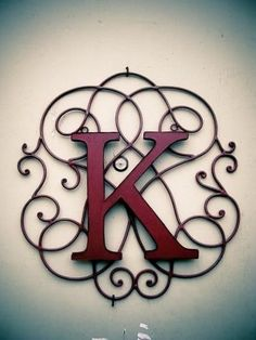 I have a wrought iron wall piece already, this is exactly what I need to do to spruce it up for the piece at the end of my hallway! Wrought Iron Decor, Iron Work, Letters And Numbers, Fancy Letters, Alphabet Letters, My New Room, Hand Lettering, Wall Decor, Diy Projects