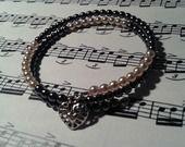Bracelet multi-rangs mémoire de forme gris et rose : Bracelet par pommeflobijoux