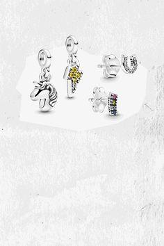 Scegli qui i 4 gioielli che preferisci tra orecchini e charm e spendi 45€ invece che un massimo di 60 €.