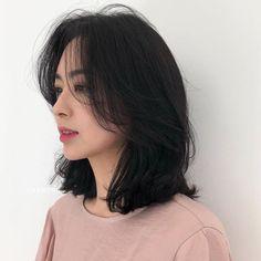 Asian Hair Medium Length, Medium Hair Cuts, Medium Hair Styles, Curly Hair Styles, Korean Medium Hair, Haircuts Straight Hair, Short Hair With Bangs, Short Hairstyles For Thick Hair, Short Hair Cuts