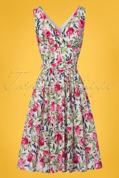 Feminine and flirty this50s Bed of Roses Swing Dress in White... exclusively available at TopVintage!Wow, such a stunner! This vintage inspired beauty features a stunning V-neckline with little wrap-over, pleats at the bust and a flowy skirt with box pleats creating a typical fifties silhouette, oh la la. Made from sturdy yet breezy, white cotton (doesn't stretch!) featuring an all-over flower print. This one will conquer your heart, and not only yours... ;-)  #topvintagebirthdaylook