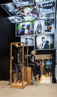 Hans Boodt was present at the opening of our Flagship store in Amsterdam. See here this new beautifull Chasing store.
