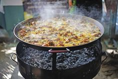 """""""YOU'RE NOT GOING TO FIND A PAELLA LIKE THIS IN A RESTAURANT""""... Valencia's Paella Culture 
