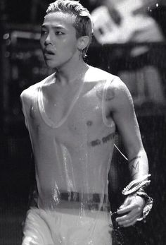 Water is G Dragon's best friend...or is it mine???