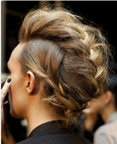 Absolutely love this hairstyle.