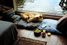 siedzisko przy oknie balkonowym