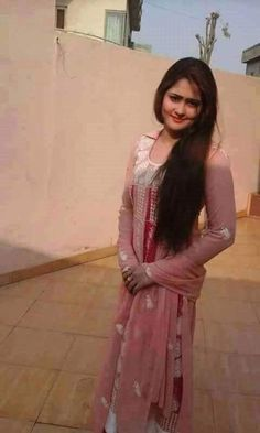 Girl Pictures, Girl Photos, Nature Pictures, Village Girl Images, Pretty In Pink Dress, Punjabi Models, Punjabi Girls, Simple Girl, Beautiful Girl Photo