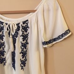 LAST CHANCE SALE!!!!!Swing top Cute, cool and flowing top.  Great with navy or khaki shorts, jeans or skirt.  In great condition. Bundle for best deals. Mossimo Supply Co Tops Blouses