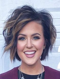 Great hair, but the eyebrows and lashes.over the top. When will the pendulum swing back? Mom Hairstyles, Pretty Hairstyles, Messy Bob Hairstyles, Trending Hairstyles, Medium Hair Styles, Curly Hair Styles, Sassy Hair, Hair Affair, Great Hair