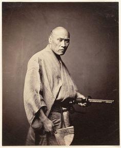 Samurai in Yokohama, ca. 1866 by Felice Beato. Rare photo of true samurai. Approximately two years after this photograph was taken, the samurai were abolished. Japanese History, Japanese Culture, Japanese Art, Katana, Geisha, Rare Photos, Old Photos, Bushido, Foto Real