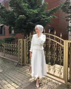 The most fashionable hijab street style looks you can easily copy Maxi dresses you can never go wrong with maxi dress for any occasion, I recommend to… Modern Hijab Fashion, Street Hijab Fashion, Hijab Fashion Inspiration, Muslim Fashion, Modest Fashion, Fashion Outfits, Women's Fashion, Classy Fashion, Abaya Fashion