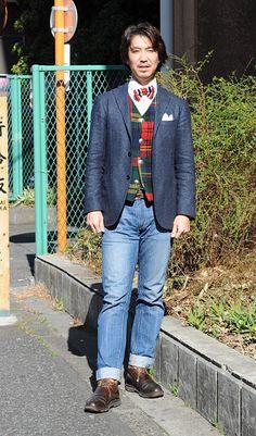 シャツの着こなし・コーディネート│ozie プレミアムコットン 形態安定 ピンポイントオックスフォード ボタンダウンシャツ+ニット生地の蝶ネクタイ+ホームスパンのジャケット+パッチワーク ウールベスト+ジーンズ