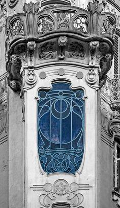 Foto architettura Liberty in Italia Casa Art Deco, Arte Art Deco, Architecture Photo, Beautiful Architecture, Beautiful Buildings, Art Nouveau Interior, Art Nouveau Design, Wassily Kandinsky, Photo D'architecture