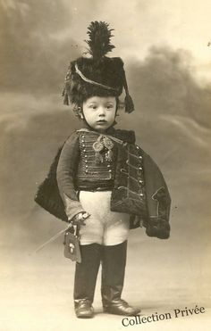 Vintage little boy in soldier suit Vintage Children Photos, Vintage Pictures, Old Pictures, Vintage Images, Old Photos, Vintage Abbildungen, Photo Vintage, Vintage Postcards, Victorian Photos