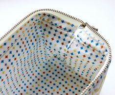 How to sew a cosmetics bag with a frame. Tutorial in pictures. Как сшить косметичку с каркасом. Patchwork Bags, Quilted Bag, Leather Bag Pattern, Bag Patterns To Sew, Tote Pattern, Sewing Patterns, Frame Bag, Sewing Tutorials, Bag Tutorials