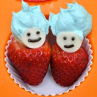 The Cat in the Hat's Thing 1 and Thing 2 are made of strawberries with mozzarella heads and chocolate sprinkle faces, topped with cream cheese (coloured blue) for their crazy hair. Can't wait to make this for my sister! #provestra