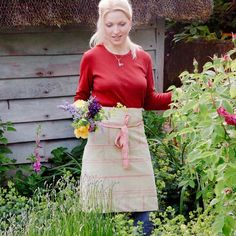 Handmade stripey gardening apron with two large pockets Country Women, Country Farm, Country Girls, Country Living, Country Life, Susie Watson, Red Farmhouse, Gardening Apron, Gardens