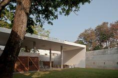 Completed in 2010 in Sri Jayawardenepura Kotte, Sri Lanka. Images by Palinda…