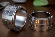 Anillo - Reloj. Un gadget innovador, agradable a la vista y que puede resultar realmente útil.