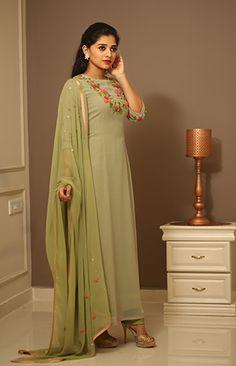 Indian Fashion Dresses, Dress Indian Style, Indian Designer Outfits, Indian Wear, Salwar Designs, Kurta Designs Women, Kurti Designs Party Wear, Stylish Dress Designs, Stylish Dresses