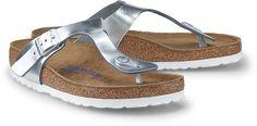 Die traditionelle Bio-Pantolette mit Zehensteg aus Metallic-Leder in Silber bietet Komfort, Style und Fuß-Gesundheit zugleich, ein Gefühl wie Barfußlaufen - von Birkenstock.