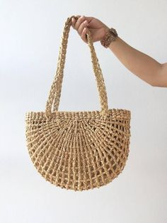 PRE-Order Bridesmaids Totes / Bridesmaids Gift / Straw Bag / Basket bag / Woven Bag / Hand bags / Straw tote / seagrass bag / wicker bag - PRE-ORDER Straw Bag Now, material for made the straw bag not enough. we are ordering them. Mochila Crochet, Crochet Tote, Bags For Teens, Diy Gifts For Kids, Kids Diy, Teen Gifts, Diy Handbag, Basket Bag, Gift Basket